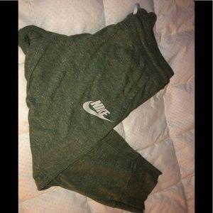 Nike crop pants size M